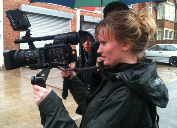 El joven realizador norteamericano, Joshua Overbay, comparte una lista deconsejos para jóvenes cineastas que buscan sacar adelante su primer filme de bajo presupuesto. - ENFILME.COM