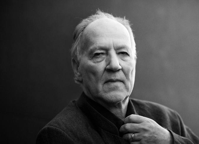 El cine  de Werner Herzog funciona bajo premisas maquiavélicas: los filmes cobran más importancia que su vida y la de sus actores.  Como director enfrenta los retos de producción de manera impulsiva,  arriesgada y valiente; casi igual que sus personajes de  ficción se oponen a la adversidad.  - ENFILME.COM