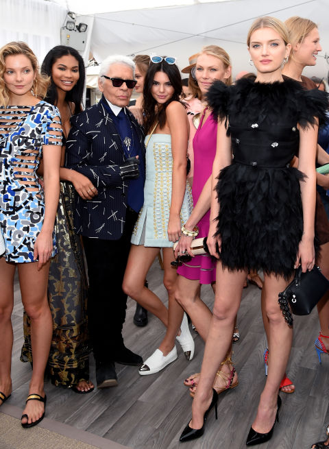 http://enfilme.com/img/content/eniko_mihalik_chanel_iman_karl_lagerfeld_kendall_jenner_y_lily_donaldson_Enfilme_32e37.jpg
