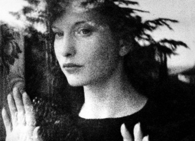 En el siguiente video de Kelly Gallagher, The Herstory of the Female Filmmaker, se recopilan anécdotas y datos sobre varias de las cineastas más importantes del cine, desde Alice Guy-Blache y Maya Deren hasta Mira Nair y Sofia Coppola, pasan - ENFILME.COM