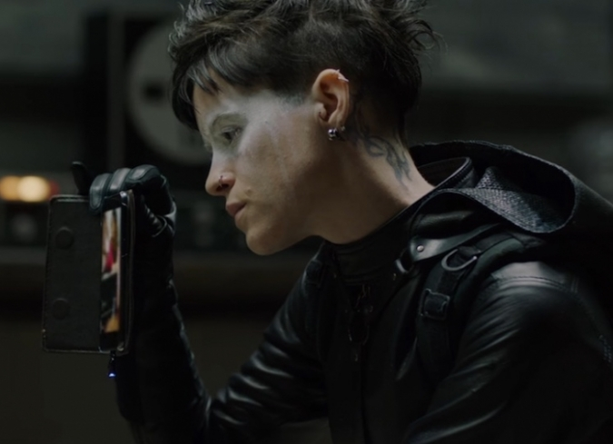 Una secuela de la versión estadounidense de The Girl with the Dragon Tattoo (Dir. David Fincher, 2011) llegará este otoño, aunque sin el elenco ni el director original. The Girl in the Spider?s Web (2018), dirigida por Fede &Aac - ENFILME.COM